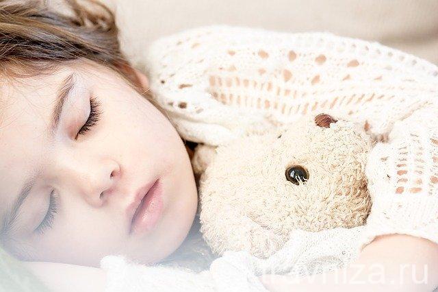 Как быстро вылечить насморк у ребенка народными методами